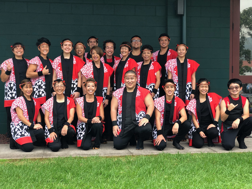 Taishoji Taiko group posing for photo